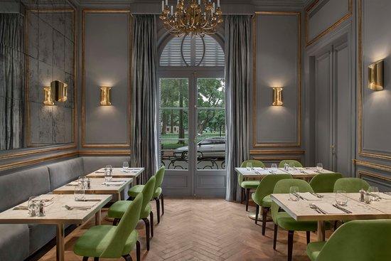 El salon gris, el mas elegante de la casa - Picture of Casa Cavia ...