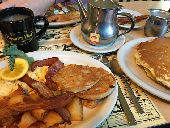 Greenland, NH: The Country View breakfast special, plenty to eat and delicious. Too much for one but a perfect