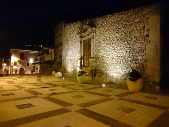 Portale della Chiesa di San Biagio: Portale chiesa San Biagio, largo San Biagio e via piana/via Roma