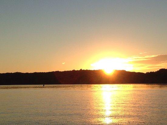 Soddy Daisy, TN: Beautiful sunset on lake Chickamauga