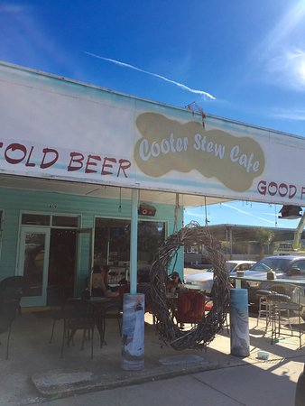 Saint Marks, FL: Had the most amazing burgers today at Cooter Stew Cafe. The wait staff are great & prices are gr