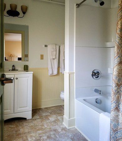 ‪‪Princess Anne‬, ‪Maryland‬: Classic bedroom bathroom‬