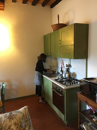Acquaviva di Montepulciano, Italien: Well equipped kitchen/dinning room