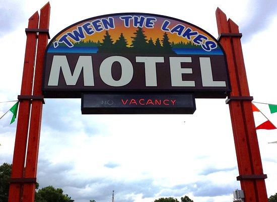 'Tween The Lakes Motel
