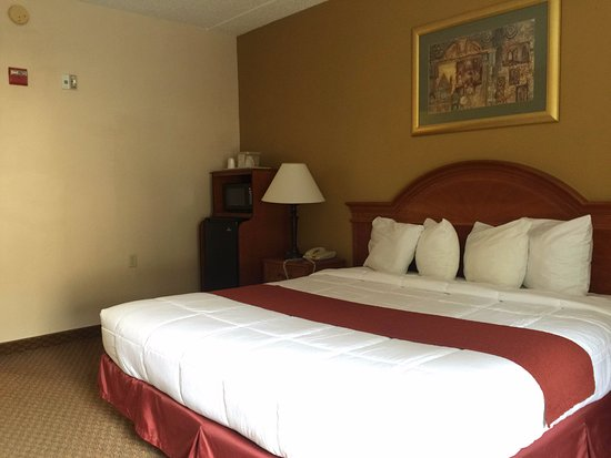 Hotel M, Mount Pocono: KIng Size Bed