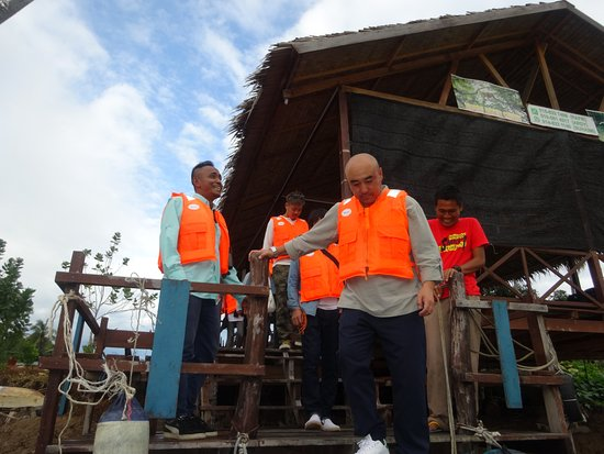 KK Leisure Tour - Private Day Tours: Getting on the boat, safety first