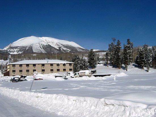 Summit Inn: Fachada de trás