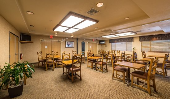Red Lion Inn & Suites Goodyear-West Phoenix : Breakfast Dining Room