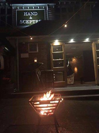 Innkeeper's Lodge Tunbridge Wells, Southborough : outside at night