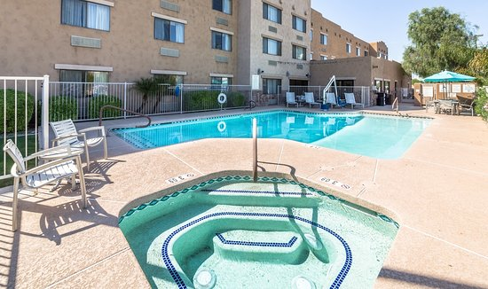 Lexington Inn & Suites - Goodyear / West Phoenix: Phoenix has over 350 days of sunshine a year!