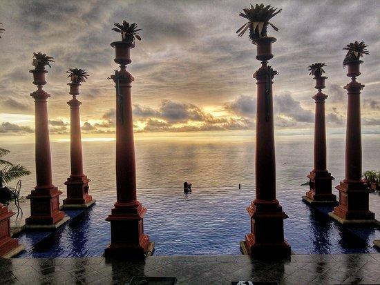 Zephyr Palace Luxury Rental Mansion: 20161010_155714_HDR-01_large.jpg