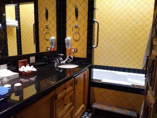 Zephyr Palace Luxury Rental Mansion: 20161010_132627_large.jpg