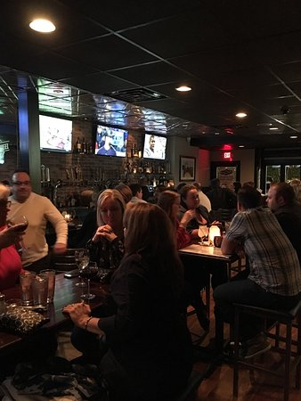 Ridgewood, Nueva Jersey: Fun place don't miss it! Steak and Parmesan truffle fries a must try.