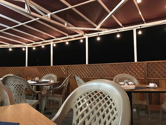 โอกเฮิร์สต์, แคลิฟอร์เนีย: Very nice, romantic and dog friendly patio seatings.  Staffs are friendly and food delicious.