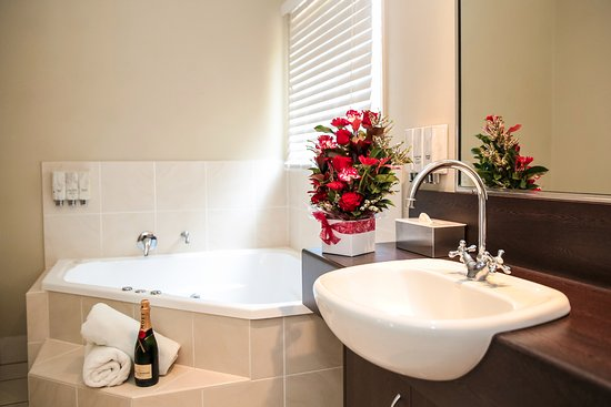 Roma, Australien: Our spa suite is the perfect place to relax!