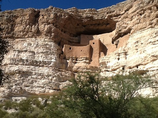 Camp Verde, AZ: This is the actual castle building.
