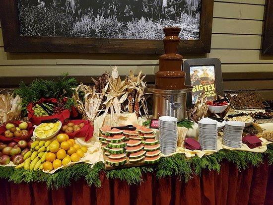 Rocking Horse Ranch Resort: chocolate fondu fountain