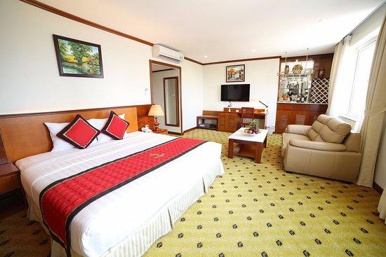 Sunny Hotel Aufnahme