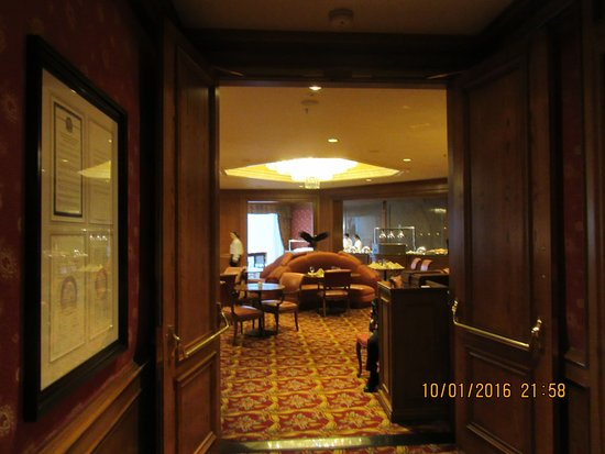 Little America Hotel and Resort: The dining room