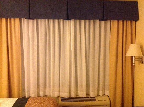 Wingate by Wyndham Spokane Airport: No blackout/privacy curtain--outside lights shine in. Strange little pillows.