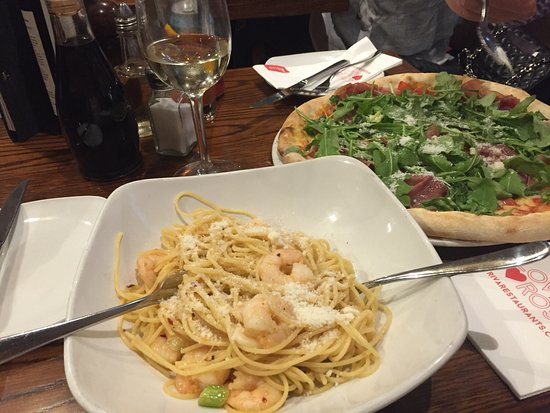 Bothwell, UK: My favourite Spaghetti with chill prawns and Pizza with Parma Ham and rocket