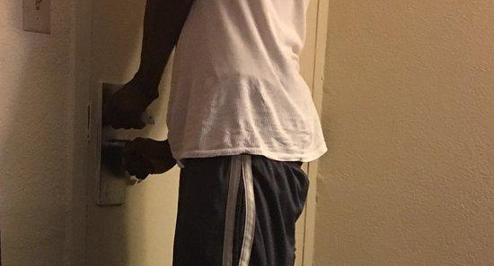 Super 8 Jacksonville Orange Park: We are locked inside room 215