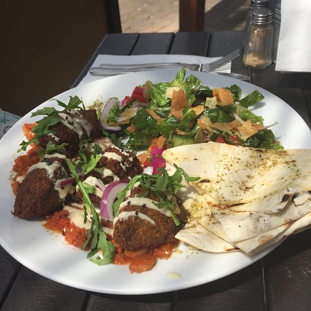Rouse Hill, أستراليا: Falafel plate with salad.