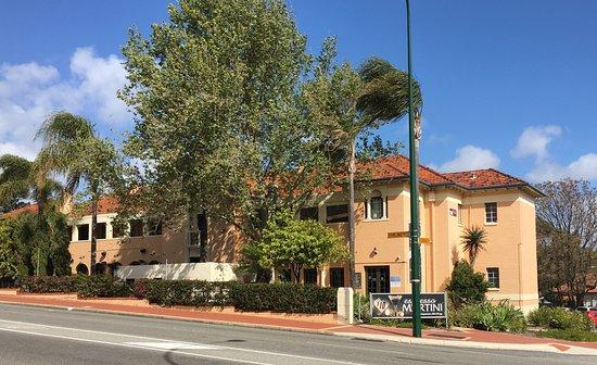 Nedlands, ออสเตรเลีย: Captain Stirling Hotel