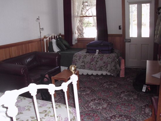 Settlers Cottage Motel: a beautiful room