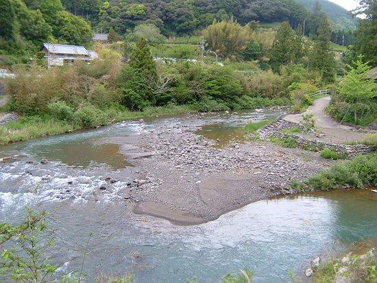 Mori-machi, Japón: 菊池豊治美術館前にある清流吉川