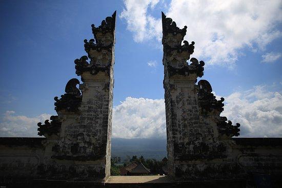 Abang, Indonesia: porte du temple