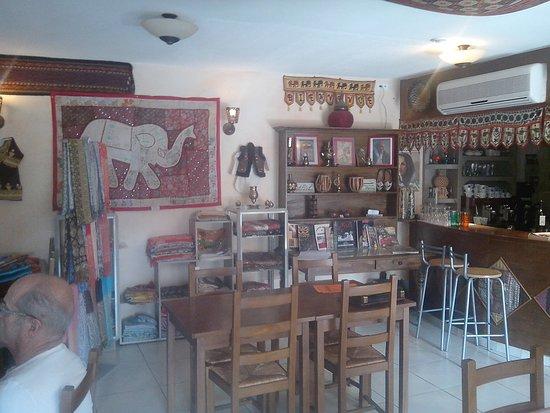 Puivert, France: salle à manger du restaurant Le Pamir