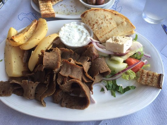 Bloomfield, Nueva Jersey: Gyro platter with lemon potatoes!