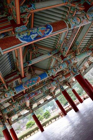 Hyangsan, Nord Korea: Intricate paintings
