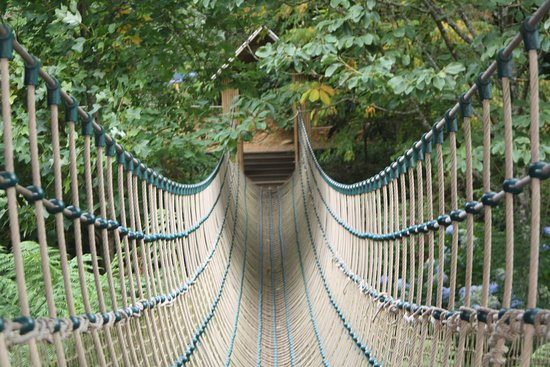St Austell, UK: Rope Bridge adds excitement for the children and adults.