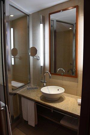 Spata, Grecia: Superior room: basin