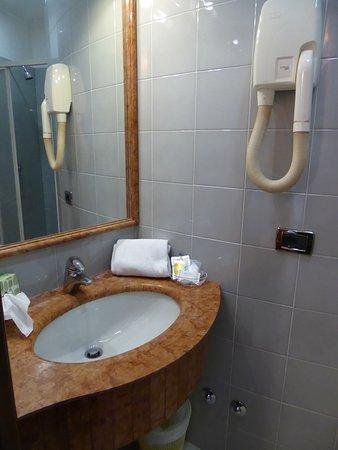 Hotel Hiberia: Bathroom