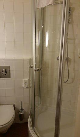 Star Inn Hotel Budapest Centrum, by Comfort: Bathroom