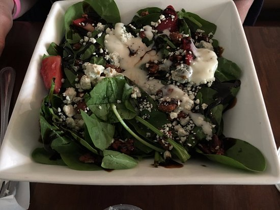 Carlisle, Pensilvania: spinach salad