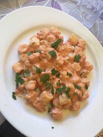 San Feliciano, Italia: Gnocchetti al gambero, pici al persico e insalata di persico