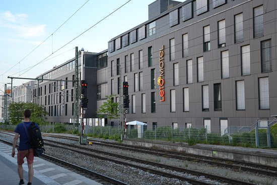 the moosach train station behind the hotel bild von. Black Bedroom Furniture Sets. Home Design Ideas