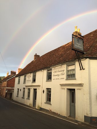 Cranborne, UK: Lucky double rainbow over the Inn.