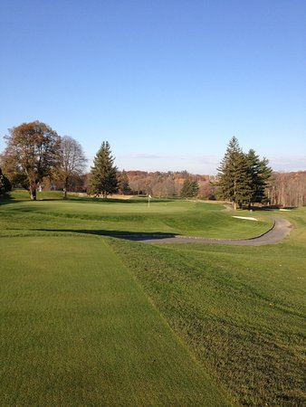Greenwich, CT: Par 3 hole 3 and first hole par 4 are two examples of classic Charles Banks golf course design.