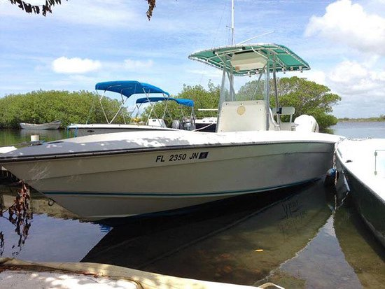 Placencia, Belize: Our 29' center consol blue water fishing boat
