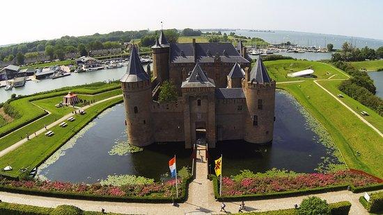 Hop-on, Hop-off Lakes & Dutch Heritage tour
