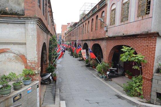 Mofan Street : 模範街(適逢雙十節國慶)