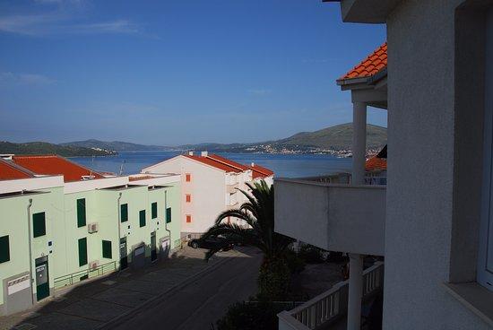 Okrug Gornji, Kroatien: Widok z balkonu.