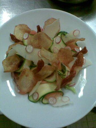 Meyreuil, Frankrike: salade légumes croquants et vrais chips