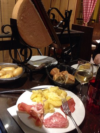 raclette foto di le chalet savoyard parigi tripadvisor