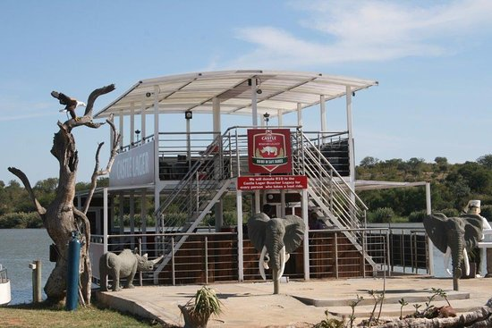Balule Nature Reserve, Sudáfrica: Olifants River Boat safaris. Relax on the boat while on the look-out for wildlife animals.